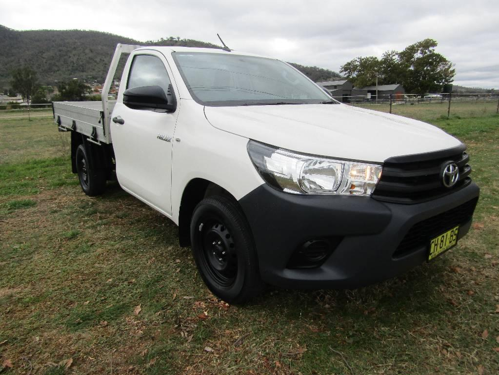 16 Toyota Hilux TGN121R WORKMATE